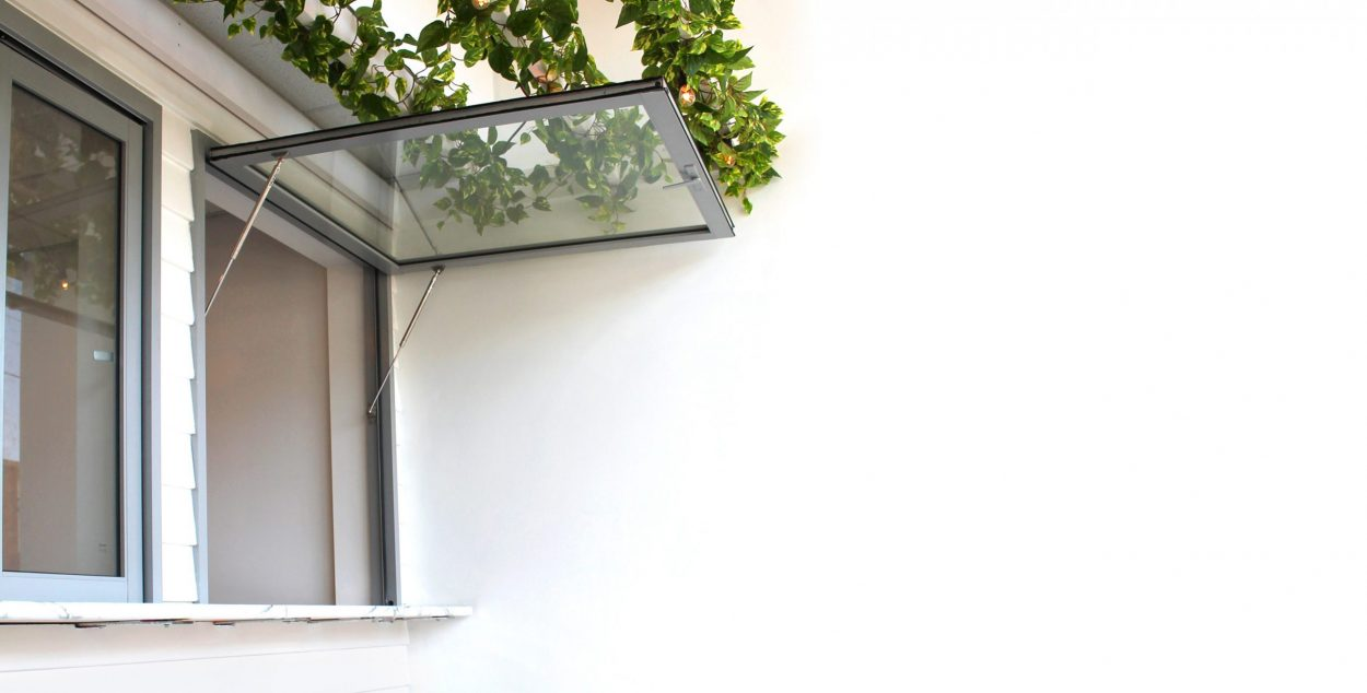Paragon gas strut window in Anodic Silver