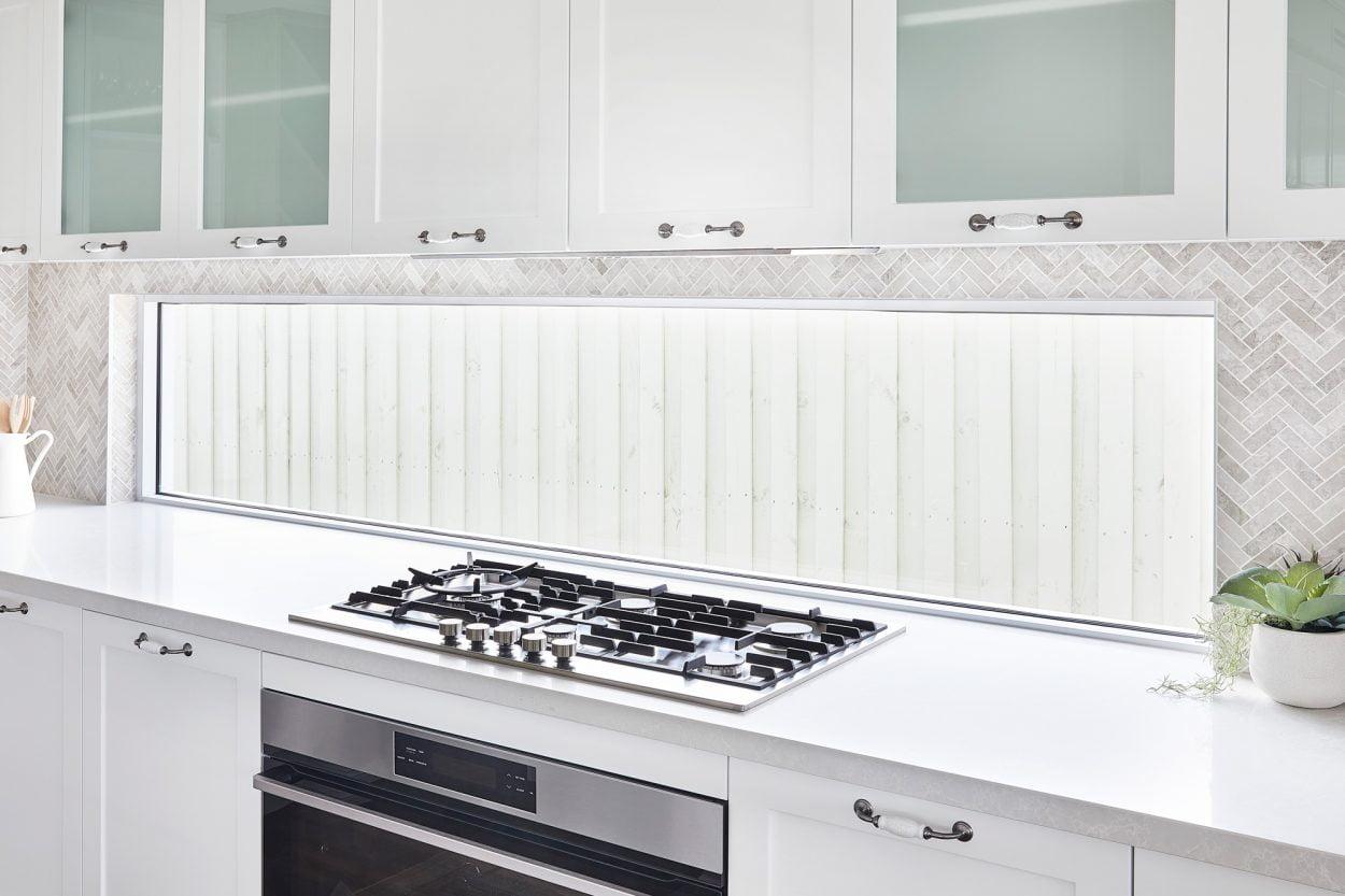 Horizon fixed window kitchen splashback in Pearl White