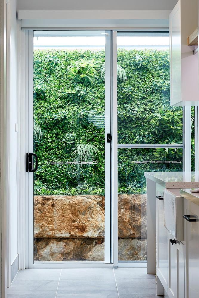Horizon sliding door in Pearl White
