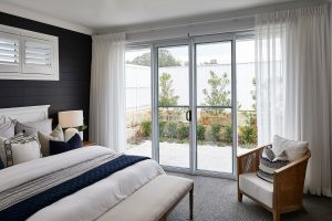 Horizon sliding door with sliding screen in Pearl White