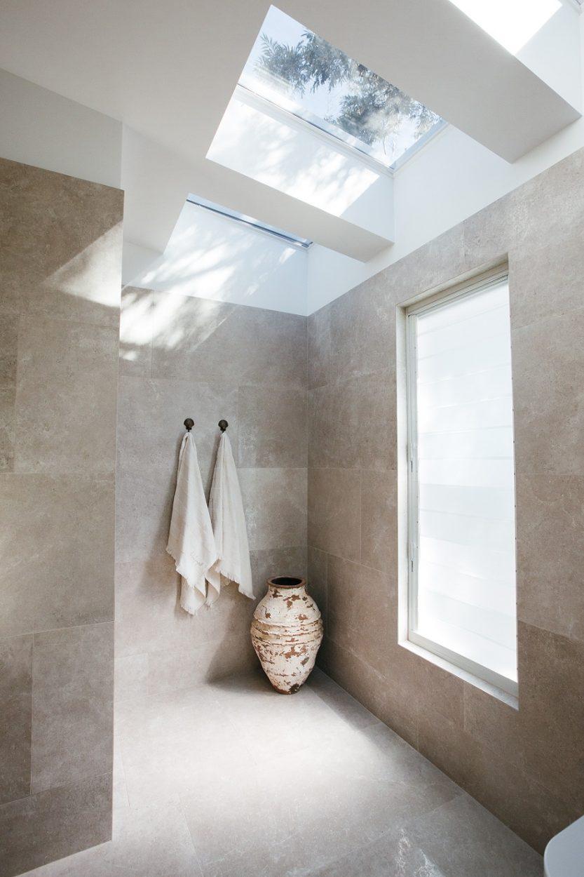 Kyal & Kara: Paragon louvre window in Pearl White