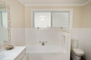 Horizon sliding window in Pearl White