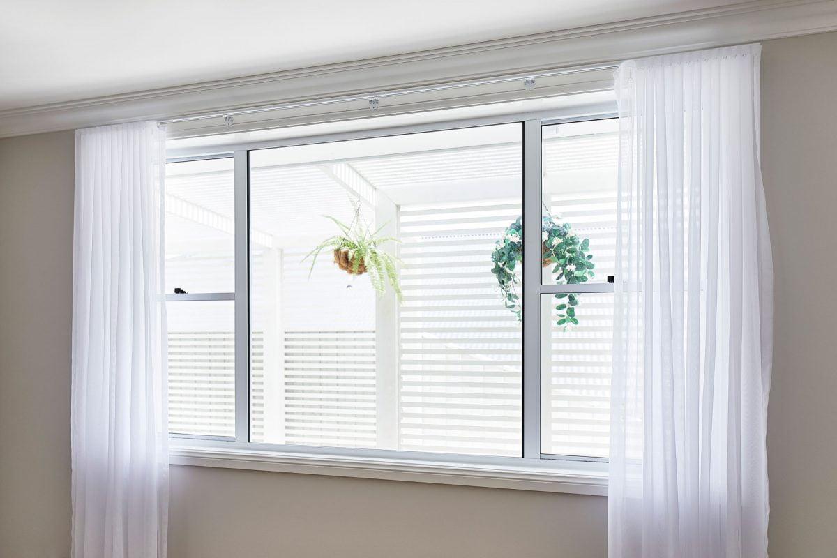 Horizon double hung window