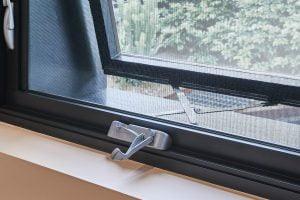 Paragon awning window chainwinder in Precious Silver