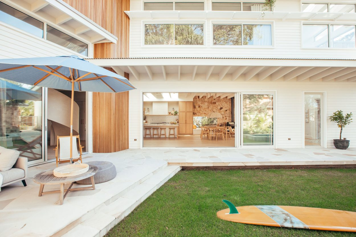 Kyal & Kara: Paragon stacking door in Textura Surfmist